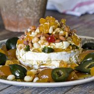 Layered Simonsberg Cambrieni with nuts and preserves Serves 10 Ingredients 500 g Simonsberg Cambrieni 2 x 230 g Simonsberg Traditional Plain Cream Cheese 250 g mixed nuts, salted 10 preserved green figs 10 pieces preserved ginger