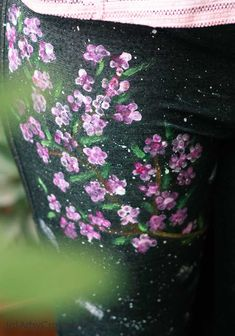 DIY Cherry Blossom Art on Jeans.Transform boring jeans into a gorgeous fashion statement that your teen can flaunt just in time for back to school. Craft Projects For Kids, Crafts For Kids To Make, Craft Activities For Kids, Summer Activities, Gifts For Kids, Art Projects, Handmade Gifts For Husband, Handmade Birthday Gifts, Wacky Holidays