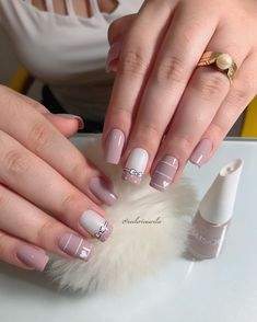 Best Nail Polish Colors – Find Out Must-Have Trends Nail Tip Designs, French Manicure Designs, Best Nail Polish, Nail Polish Colors, French Nails, Nagel Hacks, Lace Nails, Striped Nails, Nail Manicure