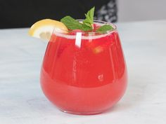 Perfect for any spring or summer gathering, this bubbly, refreshing rosé sangria is as easy to make as it is to sip. The fruity base of berry puree and vodka could easily be prepped ahead of time and … Wine Cocktails, Cocktail Drinks, Alcoholic Drinks, Beverages, Summer Cocktails, Easter Cocktails, Cheap Cocktails, Drinks Alcohol, Party Drinks