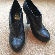⚡️⚡️FLASH SALE⚡️⚡️Black boots Like new! Black Gianni Bini low cut boots. S Gianni Bini Shoes Heeled Boots