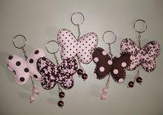 Fábrica de Ternuras: Rosa + marrom (para uma borboletinha) Hobbies And Crafts, Diy And Crafts, Arts And Crafts, Felt Diy, Felt Crafts, Felt Patterns, Sewing Patterns, Felt Keychain, Keychains