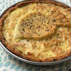 Tarta de atún SIN GLUTEN La masa es lo más!! Tiene oliva, estragón y quesito rallado! El relleno es súper simple pero riquísimo! Cebolla, morrón, queso en hebras, huevo y una latita de atún