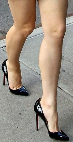 Black pumps, called, and toe cleavage. Sexy High Heels, Sexy Legs And Heels, Hot Heels, High Heels Stilettos, Stiletto Heels, Black Pumps, Perfect Legs, Beautiful Legs, Nice Legs