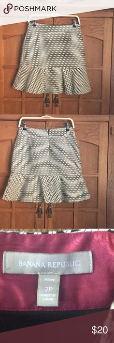 "Banana Republic skirt Black and white patterned Banana Republic skirt.  Fully lined.  Size 2P.  EUC.  Waist measures 14"".  Length is 19"" from top of waistband to bottom Banana Republic Skirts"