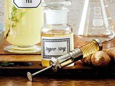 Die Geheimwaffe gegen Halsschmerzen: Ingwersirup ist ein bewährtes Hausmittel, das auch noch gut schmeckt. Und so machen Sie Ingwersirup selber.