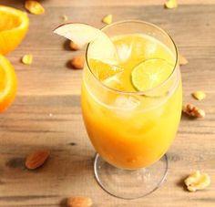 Poderoso reconstituyente que se obtiene al mezclar el jugo de 2 naranjas y 1 limón, y el de 2 manzanas peladas (empleando el extractor). No lo cuele y tome un vaso a cualquier hora del día.