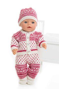 Jakke, bukse, lue og sokker - Viking of Norway Knitted Doll Patterns, Knitted Dolls, Baby Knitting Patterns, Knitting Designs, Knitting Dolls Clothes, Doll Clothes Patterns, Baby Born Clothes, Baby Pop, Teddy Bear Clothes
