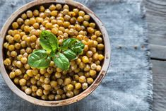 Learn how to bake and prepare the recipe for Revithia sto Fourno, also known as Greek style baked chickpeas. Chickpea Recipes, Vegetable Recipes, Hummus Kitchen, Oven Roasted Chickpeas, High Fiber Snacks, Healthy Herbs, Lentil Stew, Greek Dishes, Home