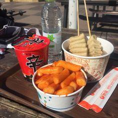 Aesthetic food, mukbang korean, korean food, korean street food, japanese f Think Food, I Love Food, Good Food, Yummy Food, Food Porn, Korean Street Food, South Korean Food, Eat This, Food Goals
