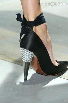 Diamonds are the shoes best friend. Alber Elbaz  , la chaussure est Couture et le talon est bijoux.