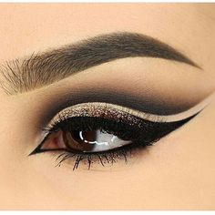 #EyeMakeup #trible cat #eyeliner black beige and Gold @stylexpert