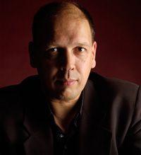 Simon de Waal is een Nederlands auteur en scenarist voor televisie en film. Daarnaast werkt hij parttime als rechercheur bij de Amsterdamse politie
