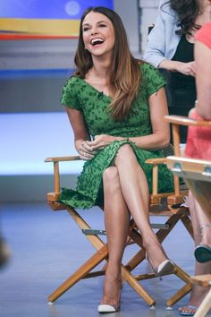 A touch of green to bring in the spring. Follow Sutton Foster's style in the next episode of Younger. 10/9 C on TV Land. Click to watch a current episode. Free Full Episodes, Beautiful Smile, Beautiful Ladies, Sutton Foster, Fashion Books, Women's Fashion, Tv Land, Musa, Sound Of Music