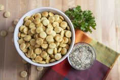 Looking for an easy and inexpensive snack? Try these delicious herb oyster crackers! So yummy! #recipes