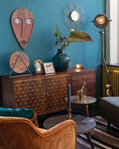 Indian Home Interior Art Deco Living Room, Dark Living Rooms, Mid Century Modern Living Room, New Living Room, Retro Interior Design, Beautiful Interior Design, Beautiful Interiors, Interior Design Living Room, Beautiful Homes