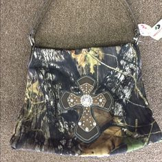 Mossy Oak Purse Gorgeous blingy Mossy Oak purse! New with tags Mossy Oak Bags