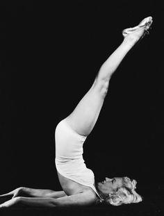 Marilyn Monroe: 80 foto rare e curiose per ricordare Norma Jeane Baker Mat Pilates, Studio Pilates, Joseph Pilates, Pilates Video, Pilates Reformer, Pilates Workout, Workouts, Marilyn Monroe Photos, Marylin Monroe