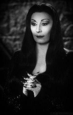 Anjelica Huston as Morticia Addams from The Addams Family Addams Family Morticia, Morticia Adams, Horror Art, Horror Movies, Boba Fett, Yoga Symbole, Charles Addams, Anjelica Huston, Adams Family