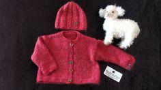 Gilet fille rouge + bonnet, tricoté main, 5/6 ans, @danielaine-tricots : Mode…
