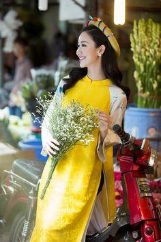 Á hậu Hà Thu diện áo dài lụa đi chợ hoa Tết hình ảnh 5