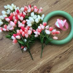 Make a Gorgeous Spring Tulip Wreath tulips Tulip Wreath DIY - Gorgeous and Easy! Spring Wreaths For Front Door Diy, Diy Spring Wreath, How To Make Wreaths, Spring Crafts, Holiday Wreaths, Easter Wreaths Diy, Winter Wreaths, Wreath Crafts, Diy Wreath