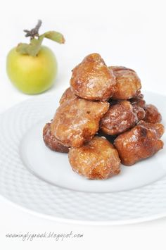 Apple Fritters    these babies look fantastic. Little mini apple fritters.
