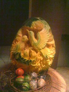 CARVED FRUIT Edible Crafts, Food Crafts, Edible Art, Watermelon Art, Watermelon Carving, Carved Watermelon, Veggie Art, Fruit And Vegetable Carving, Pumpkin Art