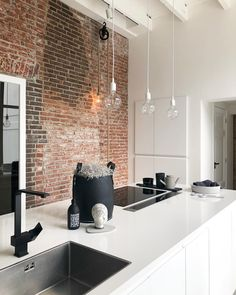 How To Incorporate Contemporary Style Kitchen Designs In Your Home Kitchen Interior, Home Interior Design, Interior Ideas, Classic Kitchen, Rustic Kitchen Design, Beautiful Kitchens, Home Decor Bedroom, Cheap Home Decor, Home Decor Accessories
