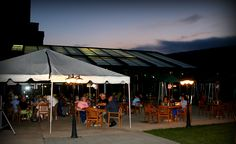 Signature's Bar & Grill is the perfect spot for an evening retreat - live music & great food under the stars!