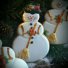 Awesome snowman ⛄️ cookies by She is amazing! Christmas Cookies Gift, Christmas Goodies, Christmas Snowman, Christmas Baking, Christmas Bulbs, Christmas Cakes, German Christmas, Christmas Ideas, Snowman Cookies