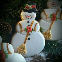 Awesome snowman ⛄️ cookies by She is amazing! Christmas Mood, Christmas Goodies, Christmas Baking, German Christmas, Christmas Cookies Gift, Christmas Cupcakes, Christmas Ornaments, Macarons, Kawaii Cookies