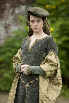 Wolf Hall -- a BBC TV show currently filming -- features surprisingly accurate Tudor Renaissance costumes. Let's take a look! Renaissance Mode, Renaissance Costume, Renaissance Dresses, Medieval Costume, Renaissance Fashion, Medieval Clothing, Tudor Costumes, Period Costumes, Movie Costumes