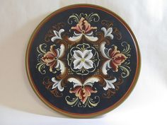 Romsdal Style Norwegian Rosemaling, Scandinavian Art, Traditional Paintings, Tole Painting, World Cultures, Surface Pattern Design, Folklore, Norway, Old Things