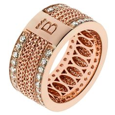 Bizzotto Infinito Ring Gold jewelry design in northern Italy is consistently among the best in the world. This pink and white gold ring with two rows of diamonds from Bizzotto is a strong example of the superior work this country produces. Jewelry Show, Jewelry Gifts, Jewelry Accessories, Gold Jewellery Design, Gold Jewelry, Jewellery Rings, Fine Jewelry, Unique Jewelry, Jewelry Photography