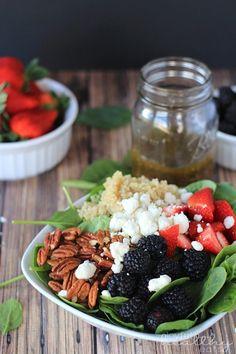 Detox Berry Quinoa Spinach Salad #quinoa #glutenfree #vegetarianrecipes #sidedishes #saladrecipes #summerbbq