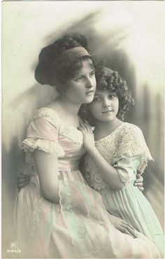 1911- I definitely think that this lady is Grete's REAL mother. She appears in MANY photographs with her!