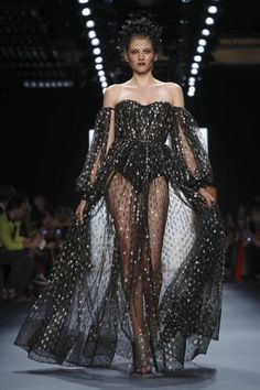Michael Costello Fashion Show Ready to Wear Collection Spring Summer 2017 in New York Catwalk Fashion, High Fashion, Fashion Show, Club Fashion, Fashion Weeks, Style Fashion, Dressy Dresses, Strapless Dress Formal, Nice Dresses