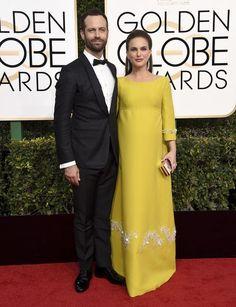 ¡El amor está en aire! Las parejas de los Globos de Oro nos han enamorado Natalie Portman, Benjamin Millepied, Hollywood, Red Carpet, Awards, Fashion Dresses, Formal Dresses, Fall 2016, Outfits