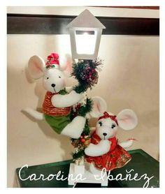 Christmas Snowman, Christmas Humor, Christmas Diy, Xmas, Christmas Ornaments, Diy Christmas Door Decorations, Christmas Window Display, Holiday Decor, Holly Wreath