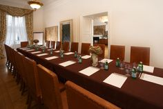 Ducal Hall, perfect for dinners and smaller meetings. Overlooking to the Main Square. Ask about renting a hall: sales@palacbonerowski.pl #palacbonerowski #krakow #marketsquare #mainsquare #poland #luxury #travel #business #event #conference  www.palacbonerowski.pl