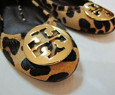 Tory Burch leopard flats, someone splurge & buy me these for Christmas. Look Fashion, Fashion Shoes, Fashion Accessories, Fall Fashion, Trend Accessories, Fashion Ideas, Fashion Inspiration, Crazy Shoes, Me Too Shoes