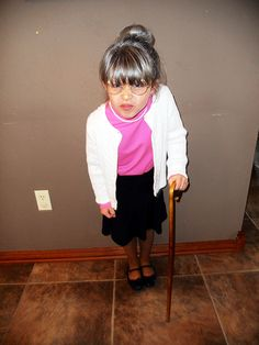- Such a fun idea! - Teachers ask the kids to celebrate their 100th day of school by dressing up to look as if they're 100 years old. :) Emma really enjoyed it.
