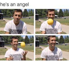 HE'S AN ANGELLLLLLLLLLLLLLLLLLLLLLLLLLLLLLLLLLLLLLLLLLLLLLLLLLLLLLLLLLLLLLLLL<<<<Lol I thought the same thing