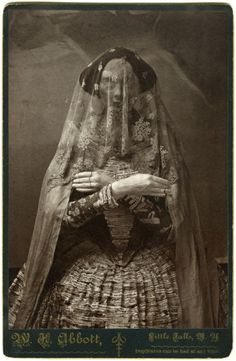 This site exists to discredit the idea of the Victorian standing post mortem photo. Post mortem photos do exist, but none of them are stand alone. Vampires, Vintage Photographs, Vintage Photos, Victorian Photos, Plaster Sculpture, Art Antique, Bizarre, Cthulhu, Paranormal