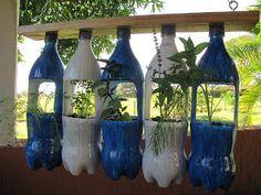 Utilizando garrafa pet no jardim vertical