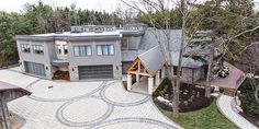 Gorgeous house of Bryan Baeumler & family Garage House Plans, Dream House Plans, Bryan Baeumler House, Amazing Architecture, Architecture Design, Cottage Design, House Design, House On The Rock, Cottage Homes