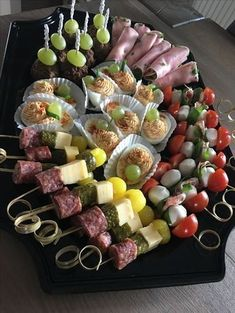 Skewer Appetizers Wedding Appetizers Appetisers Appetizer Recipes Dessert Recipes First Finger Foods Breakfast Crepes Fingerfood Food Design Party Finger Foods, Finger Food Appetizers, Appetizers For Party, Party Snacks, Appetizer Recipes, Party Food Platters, Food Trays, Tapas, Charcuterie And Cheese Board