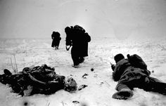 Battle of Stalingrad: Red Army soldiers advance on the outskirts of Stalingrad past the frozen body of a German KIA, Nov-Dec 1942. By that time, the besieged Germans were practically out of ammo and provisions and the Soviet encirclement was closing around them ever so tighter.