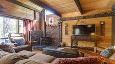 VRBO.com #3524359ha - 19 Cluster Cabin, 2BR+ Loft, 2BA, Cabin in the Woods, Tastefully Decorated, Wifi, Pet Allowed. Easy Access to Bike Path and Village Mall. Access to S H a R C Aquatics Center, Year-Round Sledding Hill, Mt. Bachelor, Golf, Deschutes River, Tennis Courts,